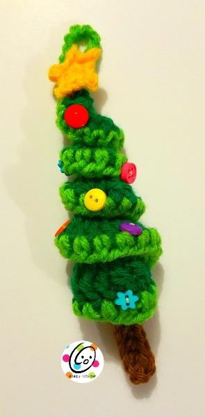 Free crochet tree ornament pattern.